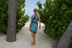 Lucie před pláží na ostrově Huraa