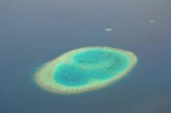 Ostrov na Maledivách z letadla