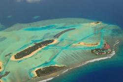 Resorty Malediv pohledem z letadla