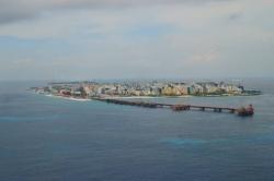 Maledivy - hlavní město Male a rozestavěný most na letiště