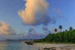 Dovolená na Maledivách - pláž za domem local beach