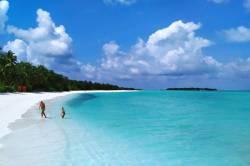 pláž na resortu Sun Island