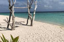 plaz-Omadhoo-Maledivy
