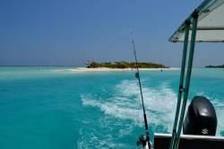 loď a rybářské pruty