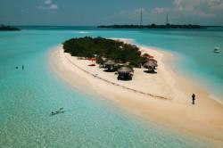 ostrov Madivaru z dronu