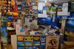 obchod se suvenýry na Maledivách