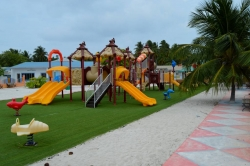 ostrov Mathiveri - dětské hřiště