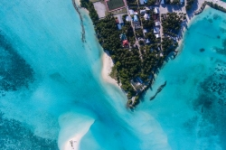 foto ostrova z dronu