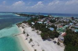 Maledivy, Huraa, local beach z dronu