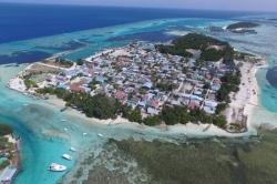 Maledivy, ostrov Huraa z dronu