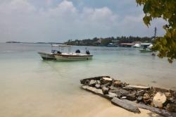 Maledivy, ostrov Huraa, čluny jsou připraveny na výlety