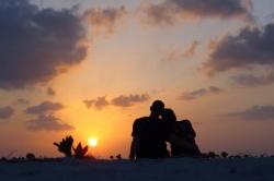 Romantický západ slunce na Maledivách