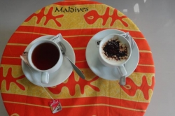 Dovolená na Maledivách - černý čaj a mléčná káva