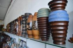 dřevené vázy z Malediv