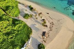 pláž bikini na ostrově Dhiffushi Maledivy