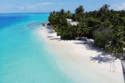 pláž ostrov Mandhoo Maledivy