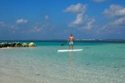 na paddleboardu u relax pláže