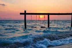 západ slunce u moře Maledivy