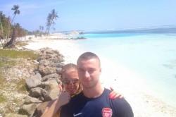 Petra a Martin na pláži Malediv
