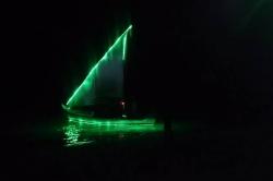 Dovolená na Maledivách - noční foto plachetnice
