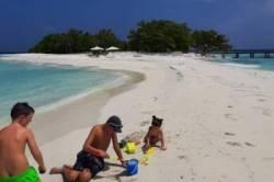 hrajeme si v písku na Maledivách