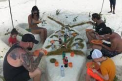 náš oběd na pláži