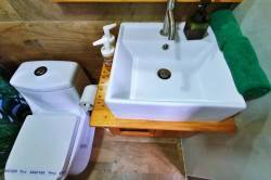 umyvadlo a WC