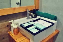 umyvadlo a ručníky