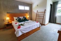 postel a vybavení pokoje