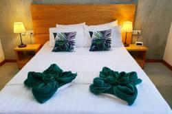 postel s ručníky