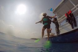 Skok do moře - potápění Maledivy
