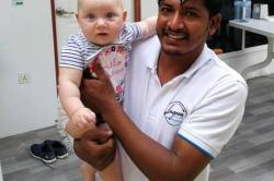 dítě s personálem