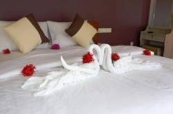 postel nachystaná na příjezd hostů
