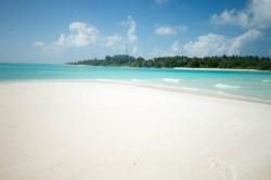 pláž na ostrově Mathiveri