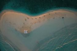 ostrov ve tvaru srdce Maledivy