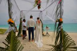 svatba na pláži na Maledivách