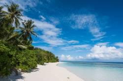 pláž Thinandhoo Maledivy