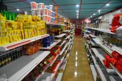 zboží v obchodě na Maledivách