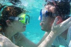 Tom s Marcelkou pod vodou