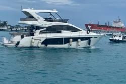 jachta-v-přístavu