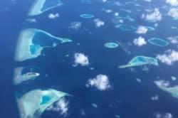 letecký pohled na ostrůvky Malediv