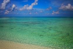 průzračná voda Maledivy