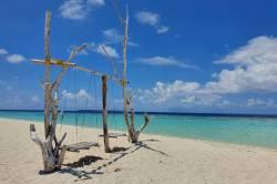 houpačka na pláži Malediv
