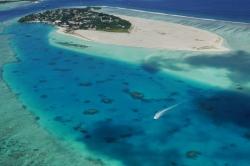 letecký pohled na lokální ostrov Malediv