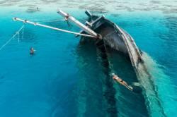 potopený vrak na Maledivách